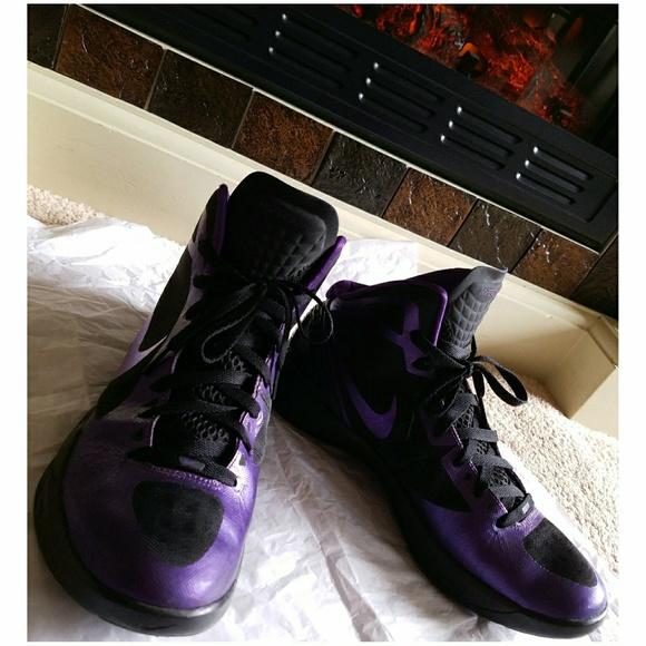 newest 0ef5b 12b15 NIKE ZOOM 2011 HYPERDUNK Sneakers 💜. M 5a79f4172c705dca79d42fb8